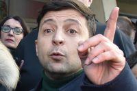 Кандидат в президенты Украины Владимир Зеленский во время общения с участниками митинга своих противников во Львове. 2019 г.