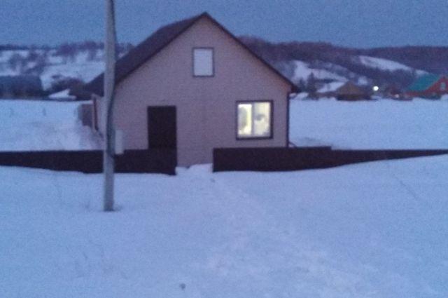 Дом сироты находится на краю села.