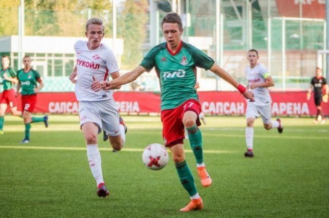 Команда Академии ФК «Локомотив» не хотела отпускать перспективного полузащитника