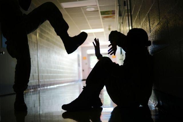 В Николаеве ученица избила подругу, которая требовала вернуть крупный долг