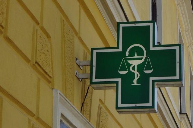 Двух бизнесменов осудят за взятку заведующей аптекой в Хабаровске.