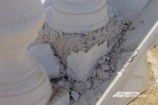 Набережная Урала просто рассыпается после так называемых реконструкций.
