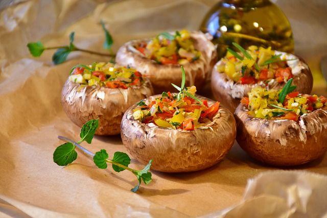 Грибы хорошо сочетаются с мясом и овощами, обогащая мясные и овощные блюда прекрасным вкусом и ароматом.