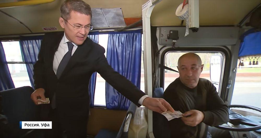 Сразу после назначения на пост врио, Радий Хабиров объявил войну нелегальным перевозчикам. И даже проехал в качестве пассажира на обычном «ПАЗике», чтобы выяснить, насколько комфортен такой транспорт.