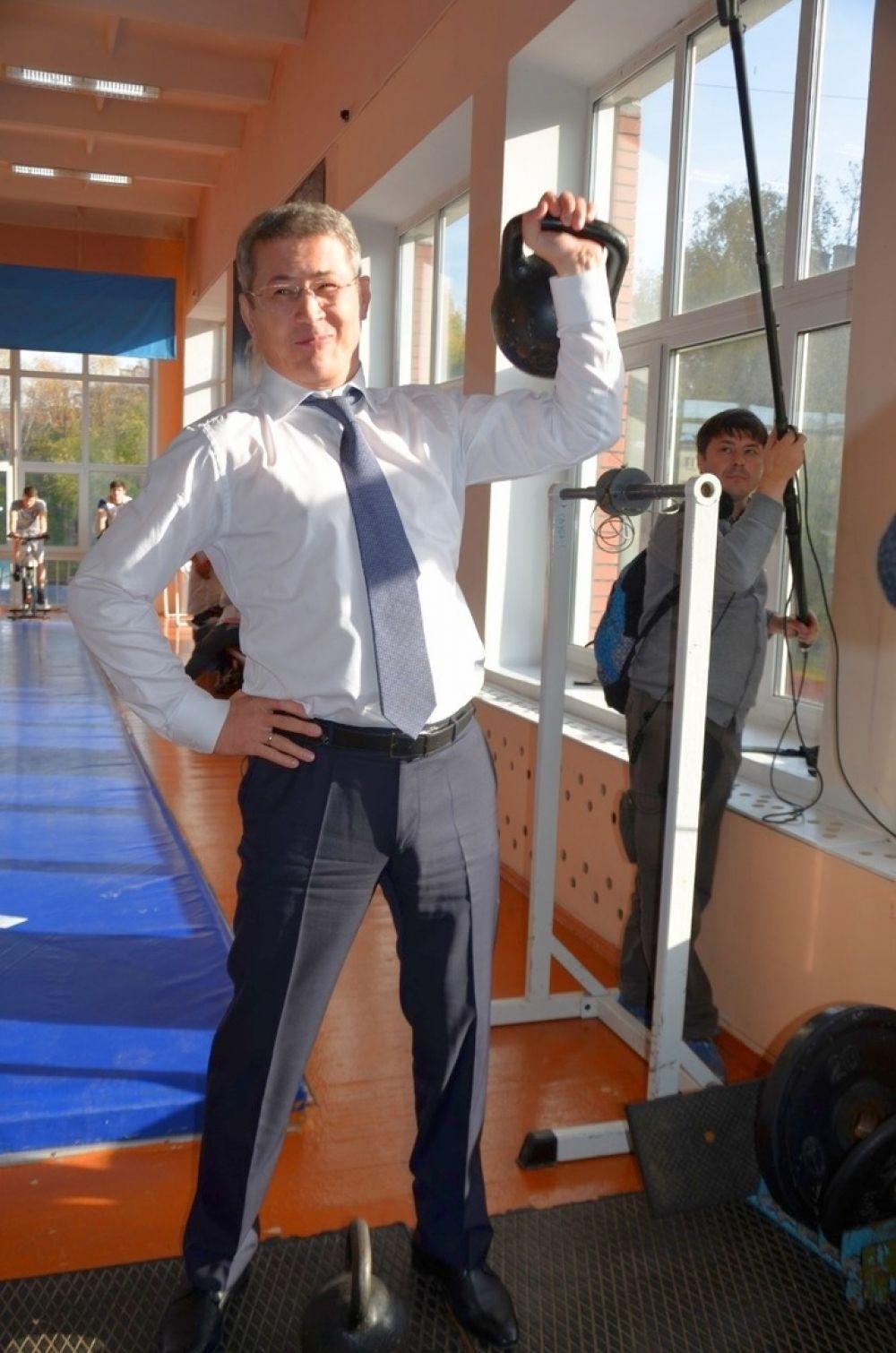 Радий Хабиров является кандидатом в мастера спорта по классической и греко-римской борьбе. При посещении спортшколы олимпийского резерва по спортивной борьбе в Уфе он показал, что не забыл полученные навыки.