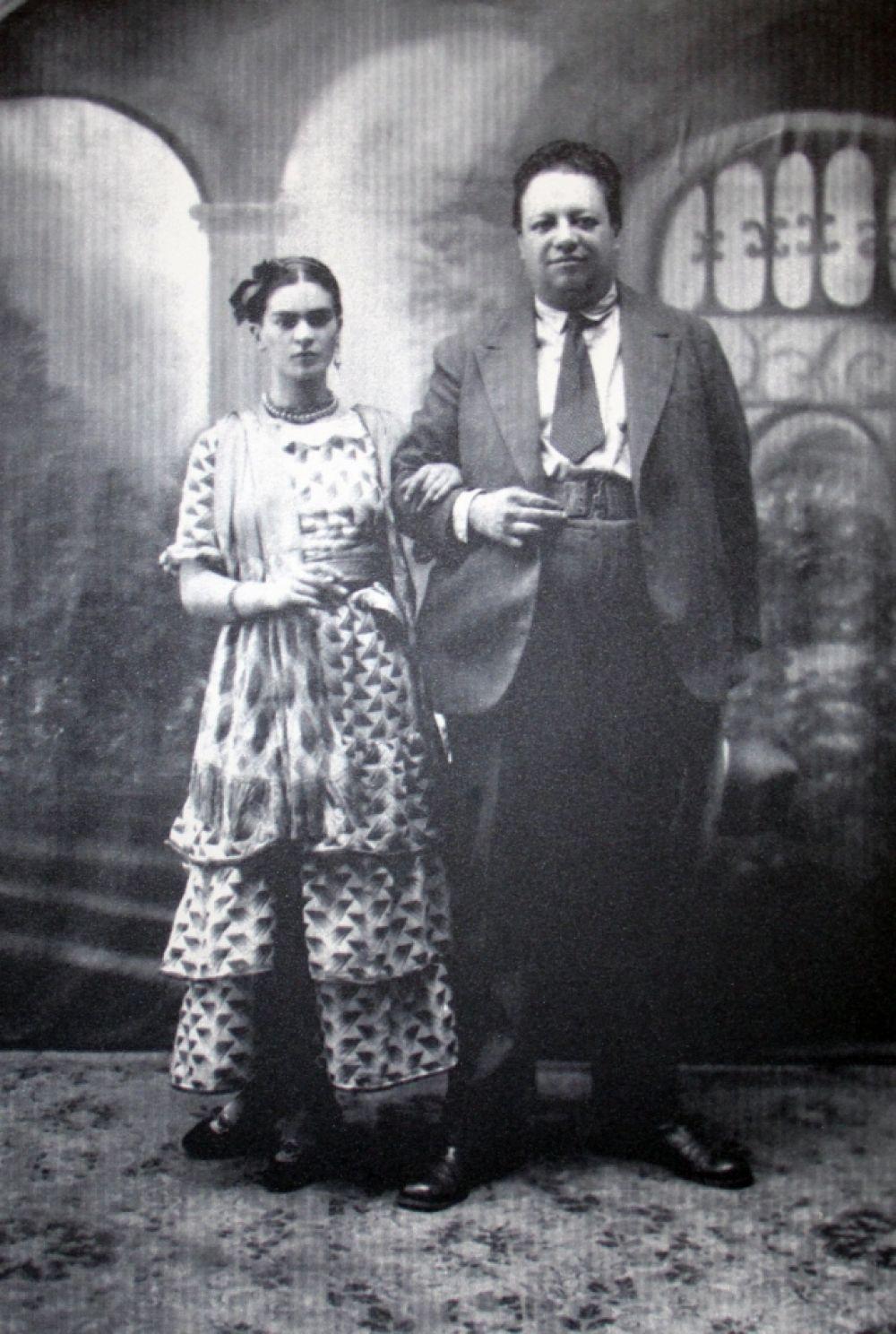 Фрида с мужем - Диего Риверой.