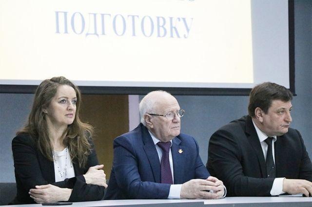 Слева направо: Ирина Сумникова, Евгений Гомельский и Игорь Ляхов на встрече со студентами.