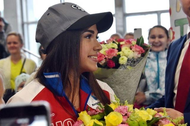 Олимпийская чемпионка Алина Загитова вышла в лидеры по результатам короткой программы на Чемпионате Мира.