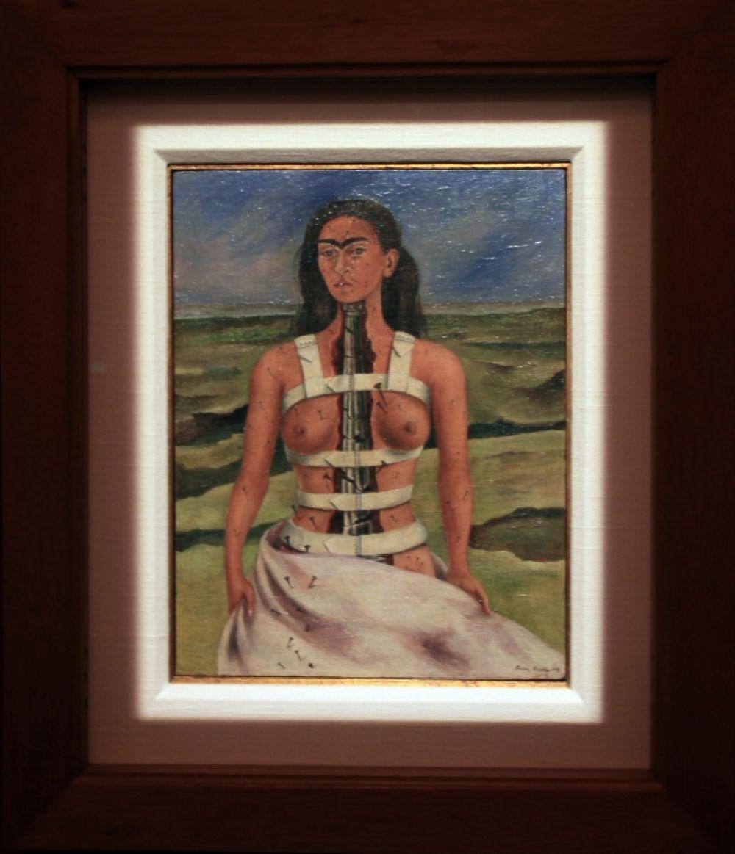 В экспозиции представлены все знаковые работы Фриды Кало.
