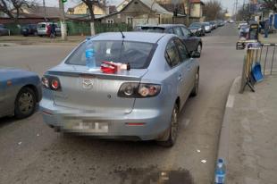 Перед перекрестком во время остановки автомобилей возник словесный конфликт, который перерос в потасовку.