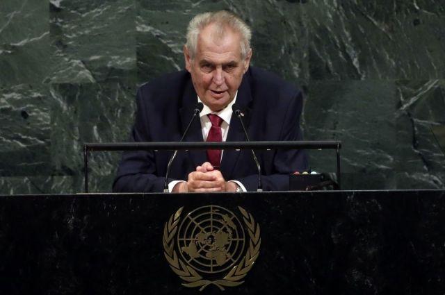 Президент Чехии призвал Украину изменить Конституцию для мира на Донбассе