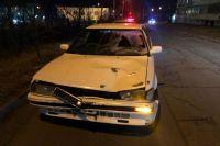 Сбитую авто хабаровчанку от удара отбросило на другую машину.