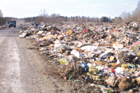 На огромном скоплении твердых бытовых отходов иногда происходят пожары, дым от них заполоняет северную часть города.
