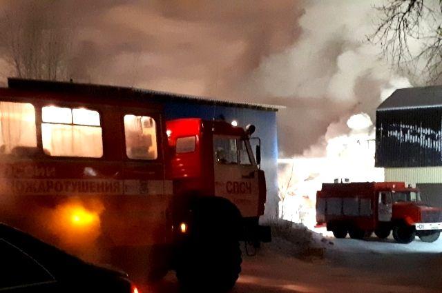 Шахту тушили пожарные в Комсомольске.