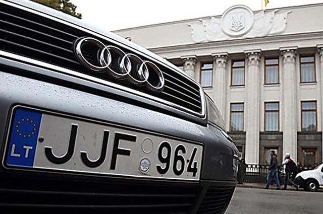 На данный момент в Украине находится более 263 тысяч машин с еврономерами с нарушениями сроков таможенных режимов временного ввоза или транзита.