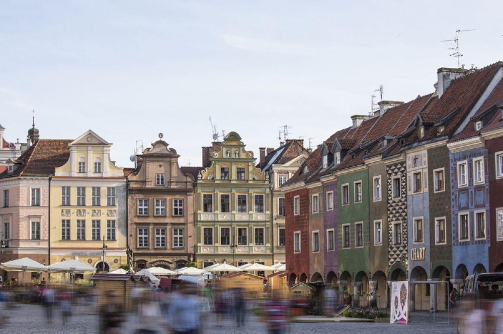 Познань, Польша. Любителей истории наверняка впечатлит Познань с ее невероятной ратушей в стиле ренессанс, средневековым замком и красочными фасадами Старого Рынка.