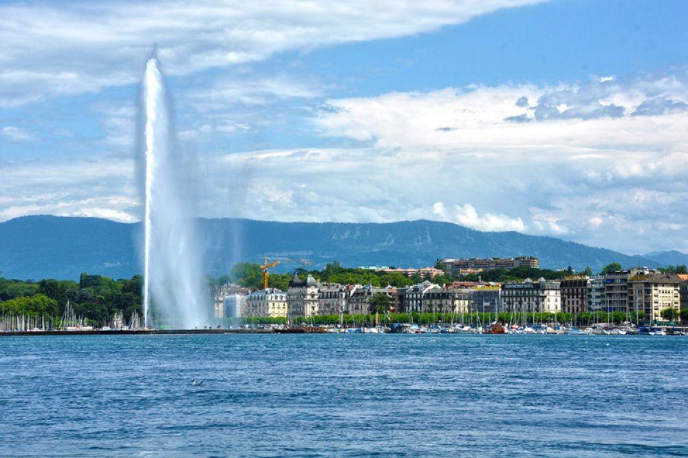 Женева, Швейцария. Женева идеально подходит как для отдыха в городе, так и для любителей активного времяпрепровождения. От берега самого большого озера в Западной Европе всего за час можно оказаться у подножия Монблана, самой высокой вершины континента.