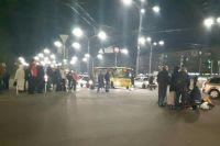 В Киеве маршрутка сбила троих женщин, которые переходили дорогу