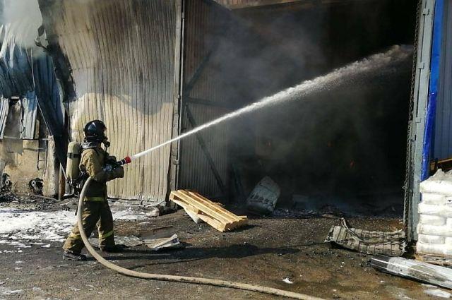 В Омске горел цех по производству полимеров