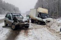 В ГИБДД выясняют причины аварии.