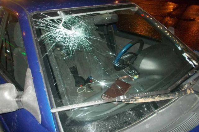 44-летний мужчина, перебегавший проезжую часть на красный сигнал светофора, попал под машину.