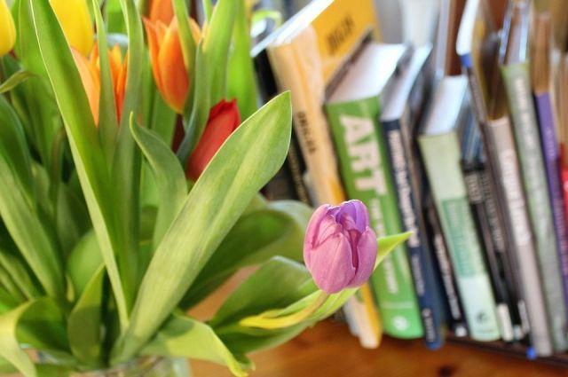 Пермский филолог предлагает шесть книг, которые стоит прочить весной.