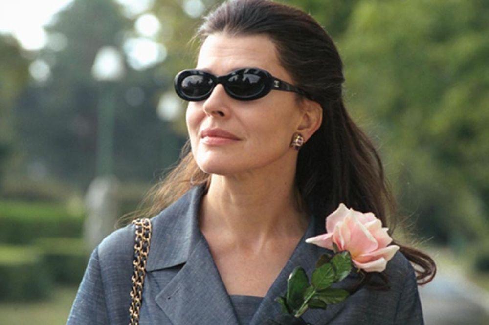 За исполнение роли певицы Марии Каллас в фильме Франко Дзеффирелли «Каллас навсегда» она была удостоена приза имени Станиславского, присуждаемого за особые актерские заслуги.