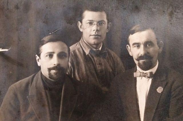 На этой фотографии 1927 года Арношт Валлох - крайний справа.