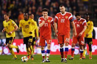Александр Головин и Артём Дзюба в отборочном матче ЧЕ по футболу между сборными командами Бельгии и России.