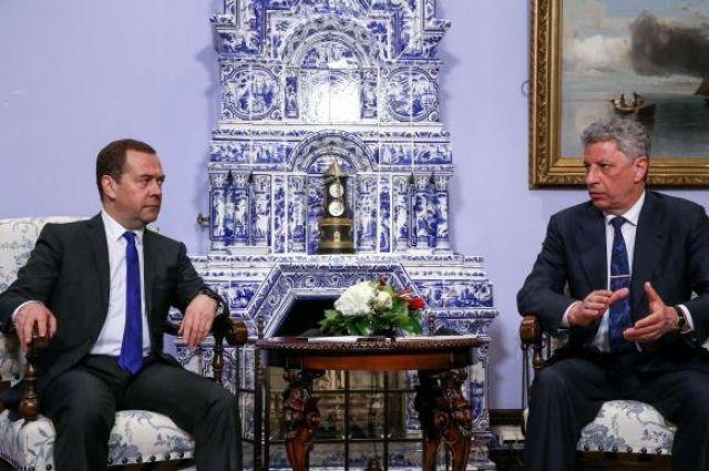 Медведчук и Бойко начали переговоры с РФ о поставках газа и снижении цен