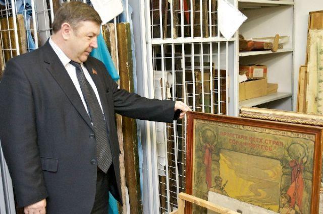 Центризбирком принял решение, что депутатом ГД станет согласно закону первый стоящий по списку в группе Петр Медведев
