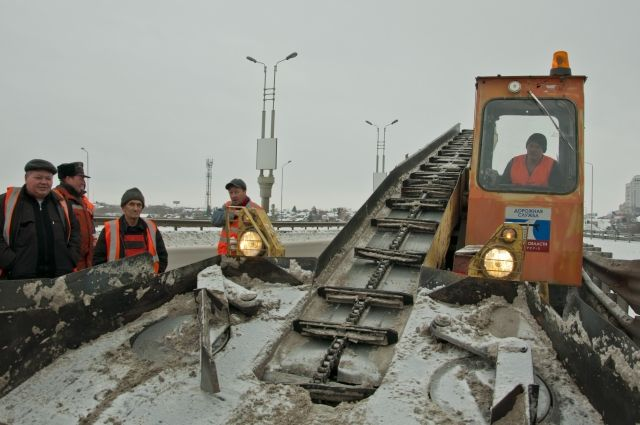На улицах заполярного города в круглосуточном режиме работает от 30 до 50 единиц снегоочистительной техники
