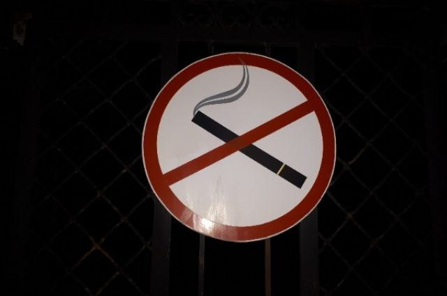 Пока лидирует мнение о запрете курения.