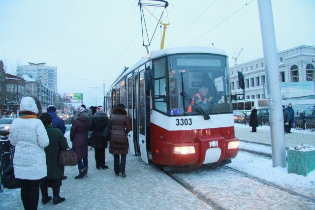 Пока здесь не курсируют трамваи, так как пути заканчиваются в половине километра от «Золотой Нивы».