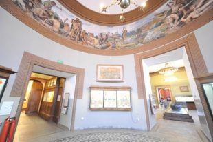 Неизвестные повесили собственную картину на выставке в Историческом музее