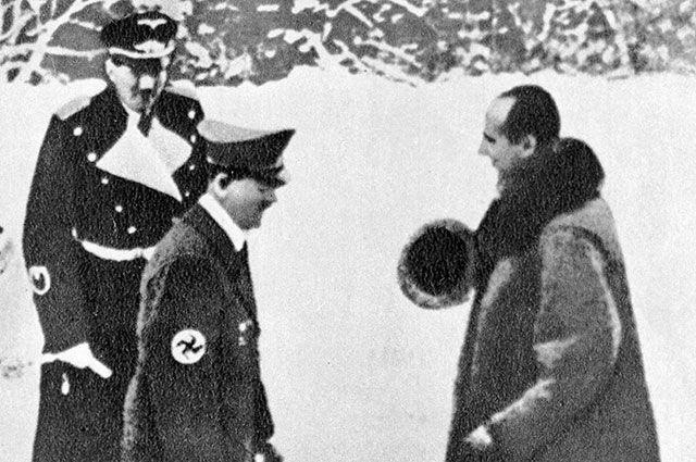 Министр иностранных дел Польши Юзеф Бек с визитом у рейхсканцлера Германии Адольфа Гитлера в его резиденции Оберхоф, 1939 г.