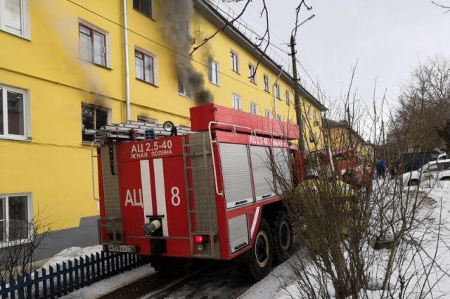 Жителей пятиэтажки эвакуировали из-за пожара в Хабаровске.