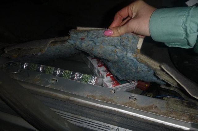 В Мамоново таможенники обнаружили 700 пачек сигарет в обшивке авто