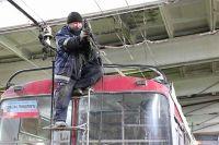 Троллейбусы нельзя бесконечно ремонтировать, однако механики УКТ порой делают невозможное, восстанавливая машины, срок эксплуатации которых истёк ещё в прошлом веке.