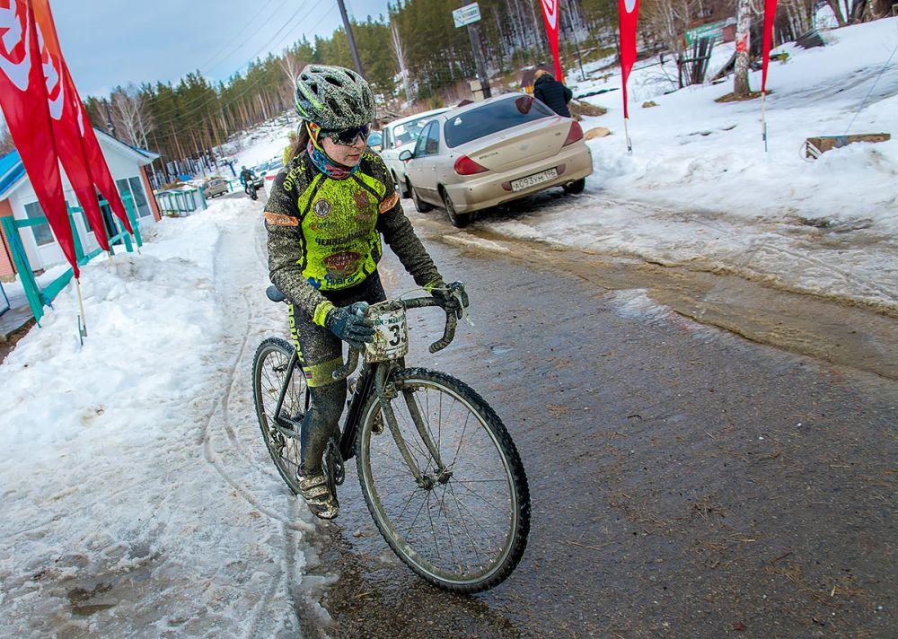 Елизавета Голованова (г. Копейск) на финише. Первое место среди женщин-экспертов на дистанции 43 км.