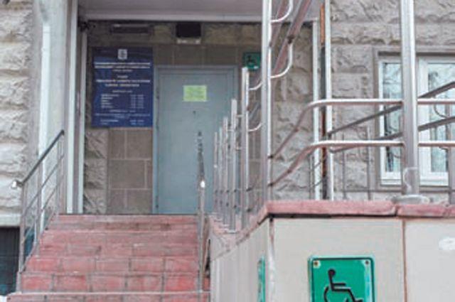 В помещении ЦСО отремонтировали входы и установили пандус.
