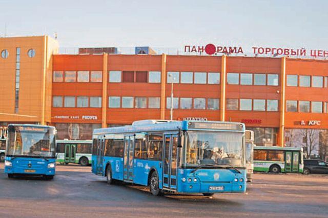 У метро «Новые Черёмушки» находится пересадочный узел района.