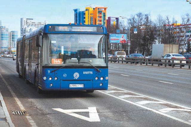 Устали маяться в пробках на Ленинском? Перебирайтесь в автобус!