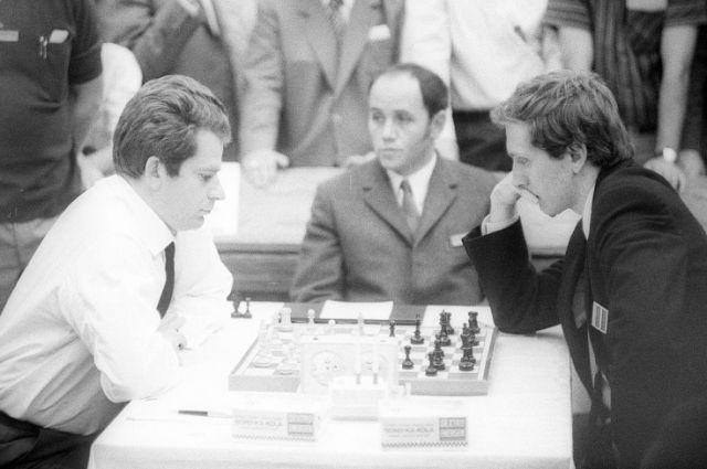 Матч за звание ЧМ по шахматам 1972. Слева- Б. Спасский, справа - Б. Фишер.