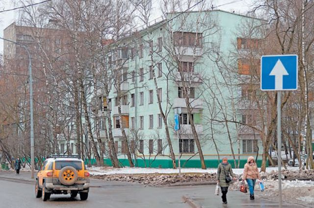 В Обручевском районе программа реновации  уже стартовала. Жители этого дома (ул.Гарибальди,  22, корп. 1) ждут, когда им скажут готовиться к переезду.