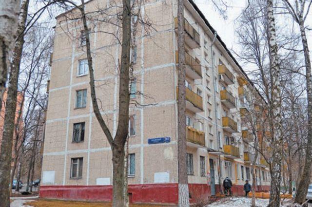 В Ломоносовском районе программа реновации уже стартовала. Жители этого дома (Ленинский просп., д. 85, корп.3) ждут переезда.