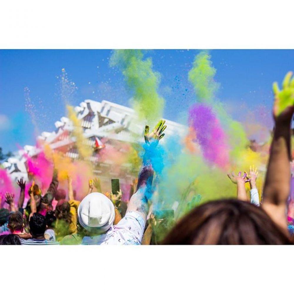 Праздник красок Холи очень красочен и многолик – это один из самых важных фестивалей в Индии, который празднуют по всей стране.