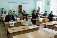 Родители юных тюменцев сдали выпускные экзамены