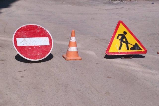 Провал образовался в районе перекрёстка улиц Металлистов и Кузьмина.