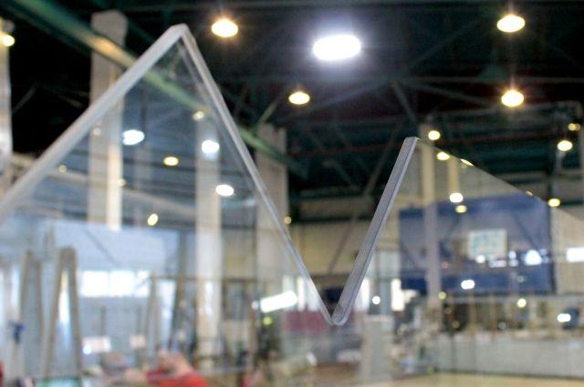 По проекту клиента предприятие изготовит все необходимые детали мебели из стекла.